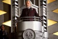 Als President Snow (Donald Sutherland) die 74. Hungerspiele ankündigt, ahnt er nicht, dass diesmal alles ganz anders wird, als er es sich in seinen kühnsten Träumen je vorgestellt hat ...