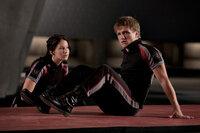 Tragisch: Peeta (Josh Hutcherson, r.) liebt Katniss (Jennifer Lawrence, l.), aber nur einer der beiden kann die Arena lebend verlassen ...