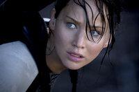 Obwohl von den letztjährigen Hungerspielen schwer traumatisiert, muss Katniss (Jennifer Lawrence) erneut in der Arena bei einem Kampf auf Leben und Tod mitspielen ...