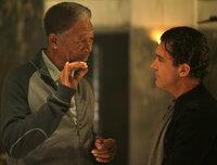 Kunstdieb Ripley (Morgan Freeman, l.) braucht für seinen Coup einen Partner: Um zwei Fabergé-Eier aus einem Hochsicherheitssafe zu holen, engagiert er Kollege Gabriel (Antonio Banderas, r.). Doch ob das gutgeht?