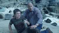 Sean (Josh Hutcherson, l.); Hank (Dwayne Johnson, r.)