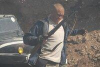 """Um seine Schulden bezahlen zu können und damit dem Gefängnis zu entgehen, nimmt der Ex-Elitesoldat Xander Ronson (Dolph Lundgren, M.) einen gefährlichen Auftrag an. Er soll mitten in der Mongolei ein verschwundenes Kunstobjekt namens """"Thangka"""" wiederfinden. Unglücklicherweise interessieren sich für dieses auch einige skrupellose Gangster ..."""