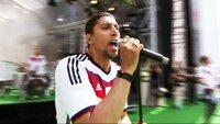 """Andreas Bourani singt """"Ein Hoch auf uns"""""""