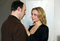 Fiona Salm-Friedrich (Catherine Flemming) umgarnt Gregor (Ulrich Noethen) nach Kräften.