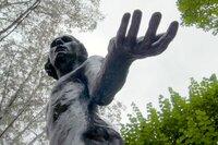 Skulptur des Bildhauers Auguste Rodin im Garten des Musée Rodin