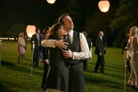 Hals über Kopf beschließen die grundverschiedenen Verliebten Nat (Rose Byrne, l.) und Josh (Rafe Spall, r.) zu heiraten, fast genauso schnell wetten Verwandte und Freunde schon darauf, dass die Ehe nicht lange hält ...