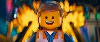 """""""The Lego Movie"""", Tag für Tag geht Emmet Brickowski dienstbeflissen seiner Arbeit nach. Dies ändert sich schlagartig, als ihm das magische 'Widerstands-Teilchen' in die Hände fällt. Die punkige Rebellin Wyldstyle hält ihn deshalb für den lange ersehnten, auserwählten Retter vor der Tyrranei von Lord Business. Streng nach Plan, droht dieser das Baustein-Universum zusammenzukleben. Emmet und Wyldstyle stürzen sich in ein turbulentes Abenteuer und wollen die Kreativität ihrer Welt mit Superhelden wie Batman und Superman verteidigen.  SENDUNG: ORF eins - SO - 14.06.2020 - 13:10 UHR. - Veroeffentlichung fuer Pressezwecke honorarfrei ausschliesslich im Zusammenhang mit oben genannter Sendung oder Veranstaltung des ORF bei Urhebernennung."""