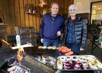 Grillen ohne Fleisch? Ernährungsexpertin Anja Tanas und Björn Freitag präsentieren vegetarische Grillgerichte.