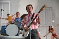 Brian Wilson (Mitte, Paul Dano) auf dem Höhepunkt seiner Kariere mit den Beachboys.