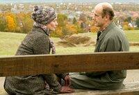 Rudolf (Johannes Herrschmann) macht Karina (Katja Weitzenböck) den Vorschlag, dass sie für eine Weile in die Rolle seiner Ehefrau schlüpft.