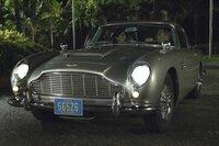 Solange (Caterina Murino), James Bond (Daniel Craig).