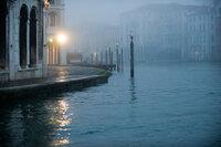 In der Lagunen-Stadt Venedig muss sich Elise Clifton entscheiden, ob sie der Liebe zu Alexander Pearce bei all den Veränderungen treu bleiben will ...