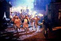"""""""Gandhi"""", Mit acht Oscars gekrönte, authentische Verfilmung über Leben und Wirken des großen indischen Politikers.Nach seinem Studium in England setzt sich Mahatma Gandhi als junger Rechtsanwalt in Südafrika erfolgreich für die Menschenrechte seiner Landsleute ein. Nach der Rückkehr in seine Heimat, bekommt er alle Härte der britischen Kolonialherrschaft zu spüren. Mit seinem Weg des gewaltlosen Widerstandes gewinnt er unzählige Anhänger, bringt die Kolonialmacht ins Wanken und erwirkt die Unabhängigkeit Indiens.  SENDUNG: ORF eins - SA - 08.02.2020 - 01:30 UHR. - Veroeffentlichung fuer Pressezwecke honorarfrei ausschliesslich im Zusammenhang mit oben genannter Sendung oder Veranstaltung des ORF bei Urhebernennung."""