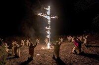 Dem Undercover-Ermittler Flip Zimmerman gelingt es, in den inneren Kreis des Ku-Klux-Klans vorzustoßen.