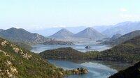 Am Skadarsee zwischen Montenegro und Albanien lebten bis vor ein paar Jahren noch viele vom Schmuggel.  Heute zieht seine traumhafte Natur viele Touristen an.