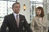 James Bond (Daniel Craig) und Strawberry Fields (Gemma Arterton)