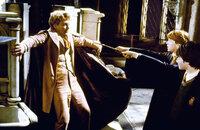 Ohne die Unterstützung von Gilderoy Lockhart (Kenneth Branagh, l.), Professor für die Abwehr der dunklen Künste, müssen Harry (Daniel Radcliffe, r.) und Ron (Rupert Grint, M.) der finsteren Macht gegenübertreten, die ihre geliebte Schule bedroht ...