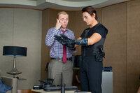 Noch ahnt der Geheimagent Ethan (Tom Cruise, r.) nicht, was Benji (Simon Pegg, l.) mit ihm vorhat. Um in den Serverraum von dem höchsten Gebäude der Welt zu kommen, soll dieser mit seinen bloßen Händen an der Außenwand hinaufklettern...