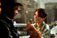 Ein unschlagbares Team: Indiana Jones (Harrison Ford, l.) und Marion (Karen Allen, r.) ...