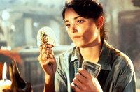 Mit allen Mitteln will Marion (Karen Allen) verhindern, dass die geheimnisvolle Macht der Bundeslade in die falschen Hände fällt ...