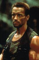 Als sich Major Dutch Schaefer (Arnold Schwarzenegger) und seinen Soldaten ein unsichtbarer, blutgieriger Feind in den Weg stellt, entbrennt ein Kampf ums Überleben der Menschheit ...