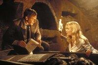 In den Katakomben Venedigs hofft Indiana Jones (Harrison Ford, l.), zusammen mit der attraktiven Elsa Schneider (Alison Doody, r.) die zweite Tafel zu finden, die den Weg zum Kelch Jesu Christi zeigen soll. Doch er ist auch auf der Suche nach seinem verschollenen Vater ...
