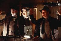"""Gemeinsam machen sich """"Jones-Junior"""" (Harrison Ford, r.) und Henry (Sean Connery, l.) auf die Suche nach dem heiligen Gral. Doch Nazis, Verräter, ein Geheimbund und Ratten stellen sich ihnen in den Weg ..."""
