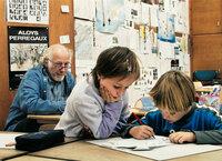 Tableau noir In der Gesamtschulklasse von Gilbert Hirschi lernen Kinder von 6 bis 12 mit- und voneinander