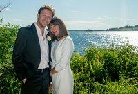 Rick (Thomas Unger) fällt es leichter als gedacht, Julias (Catherine Bode) Verlobten zu spielen.