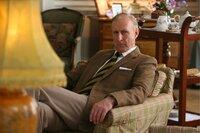 Prinz Phillip (James Cromwell) hat wenig Verständnis dafür, was das Volk nach dem Tode Dianas empfindet.