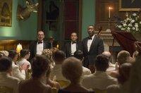 Der einzige Schwarze unter Weißen: Dr. Donald Shirley (Mahershala Ali, re.) tritt mit dem Cellisten Oleg (Dimiter D. Marinov, li.) und dem Bassisten George (Mike Hatton) in den Südstaaten auf.