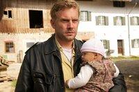 Polizeihauptmeister Franz Eberhofer (Sebastian Bezzel) muss auf das Kind seines Bruders aufpassen.