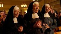 Sister Winifred (Victoria Yeates),  Sister Monica Joan (Judy Parfitt) und Sister Julienne (Jenny Agutter)