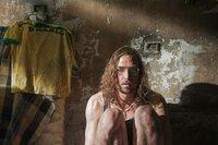 Meinering (Lars Eidinger) sitzt im Gefängnis in Rio und hat keine Ahnung, wie es weitergeht.