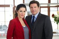 Der ambitionierte Rechtsanwalt Florian (Francis Fulton-Smith) und seine Lebenspartnerin Sarah Pohl (Mariella Ahrens) lösen gemeinsam einen Fall von Liebe.