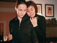 Schicksalsschlag: Simone (Valerie Koch, links) und Carola (Thekla Carola Wied) versuchen über Dieters Unfalltod hinweg zu kommen.