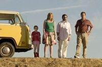 L-R: Olive (Abigail Breslin), Sheryl (Toni Collette), Frank (Steve Carell), Richard (Greg Kinnear)