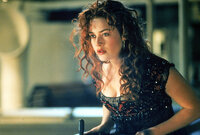 Weil sie sich total unglücklich fühlt, will sich die 17-jährige Rose DeWitt Bukater (Kate Winslet) auf der Jungfernfahrt der Titanic umbringen. Der junge, mittelose Jack aus der dritten Klasse rettet sie und lehrt sie die Liebe zum Leben. Bis der Luxusliner plötzlich auf einen Eisberg stößt ...