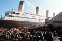 1912: In Southampton, England geht die Titanic auf ihre Jungfernfahrt in Richtung New York. Zu den Passagieren gehören neben der aus der gehobenen Gesellschaftsschicht stammenden Rose DeWitt Bukater auch Jack Dawson und sein Freund Fabrizio, die dritter Klasse reisen. Auf dieser Fahrt wird sich das Schicksal von Rose und Jack untrennbar miteinander verbinden ...