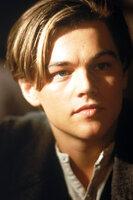 Einem glücklichen Händchen beim Pokerspiel verdankt der Maler Jack (Leonardo DiCaprio) seine Fahrkarte für die Titanic und damit zu einem, so hofft er, ganz neuem Leben ...