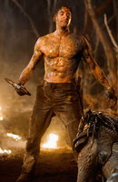 Der Ex-Soldat Royce (Adrien Brody) wird von der Erde entführt und auf einem Planeten ausgesetzt, der das Jagdrevier der Predatoren ist. Ein knallharter Überlebenskampf beginnt ...