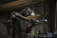 Sugar (Aliaune Thiam) will mit seiner Gangsterbande eine Bank ausrauben.