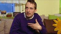 Auch Marc kämpft mit einem Zwang. Er zuckt unkontrolliert am ganzen Körper, stößt merkwürdige Laute aus und schlägt sich selbst. Der 35-Jährige leidet unter dem Tourette-Syndrom.Auch Marc kämpft mit einem Zwang. Er zuckt unkontrolliert am ganzen Körper, stöüt merkwürdige Laute aus und schlägt sich selbst. Der 35-Jährige leidet unter dem Tourette-Syndrom.