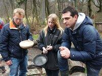 Kommunikationsprobleme in der Gaststätte fordern Teambildungsmaßnahmen (v.l.): Mario Kotaska, Aushilfe Carolin Schreiner und Martin Baudrexel.