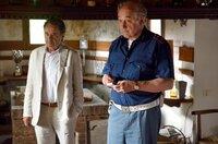 Brunetti (Uwe Kockisch, li.) und Vianello (Karl Fischer) machen eine Entdeckung in Casatis Haus.