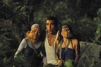 Cem (Elyas M'Barek) nimmt seine Beschützerrolle für Yagmur (Pegah Ferydoni, links) und Lena (Josefine Preuß) durchaus ernst.