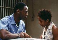 Frank Beachum (Isaiah Washington, l.) und seine Frau (Lisa Gay Hamilton, r.) müssen Abschied voneinander nehmen, da Frank wegen angeblichen Mord zum Tode verurteilt wurde ...