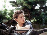 Attila (Sebastian Urzendowsky) fällt es schwer, wieder Vertrauen zu anderen Menschen zu gewinnen. Um sich bei Schimanski für die Hilfe zu bedanken, versucht er, dessen Motorrad zu reparieren.