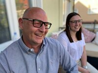 23 Jahre lang war Volker (l.) spielsüchtig. Wegen seiner Tochter Jill fand er den Ausweg.