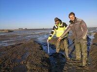 Kampf gegen die Flut ? wie Bewohner der Hallig Nordstrandischmoor sich selbst helfen.